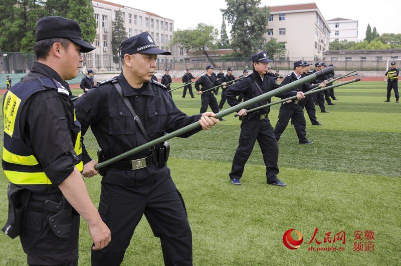 安徽省公安厅厅长李建中参加训练