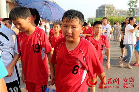 全国小学生手球锦标赛在凤阳鸣哨