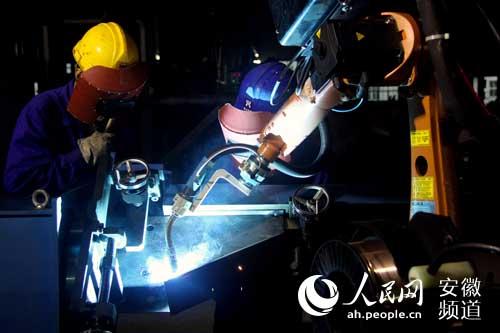 焊接机器人通过电路设计