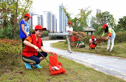 安徽庐江:万名环保志愿者参加集中整治行动