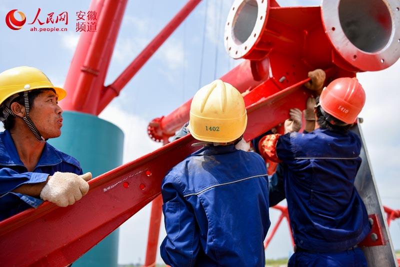 上午,在安徽省淮南市洛河镇王庄村,国家电网安徽送变电工程公司