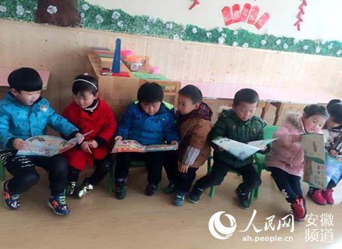 """定远县示范幼儿园开展""""三爱三节""""爱国环保主题教育"""