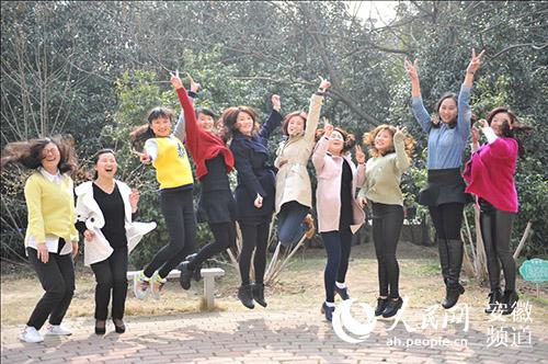 新野小学教师:女春晖三八节写真展芙蓉魅花样小学合肥图片