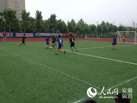 利辛县举行第五届足球成人家长校园的一孩子封信联赛礼高中致图片