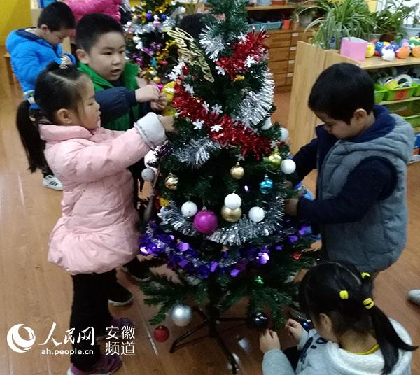 幼儿园手工作品纽扣大树