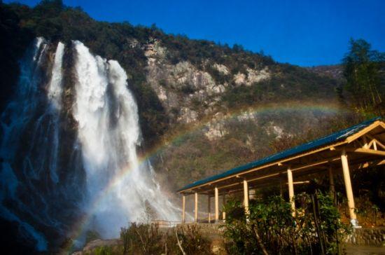 安徽频道 图说天下    大别山彩虹瀑布位於安徽省安庆市岳西县黄尾镇