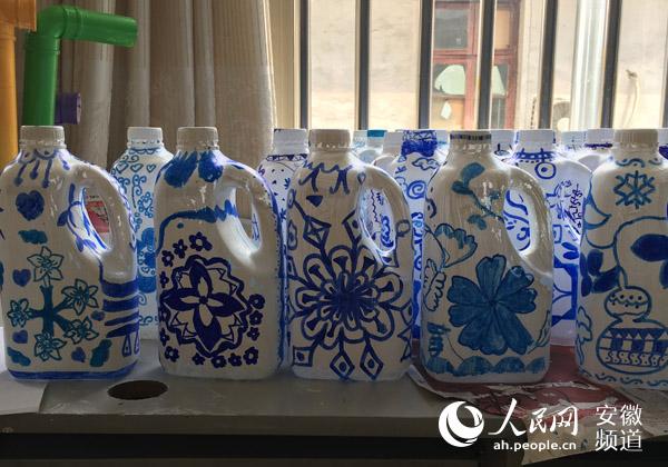 合肥市长江路幼儿园大班幼儿精心设计别样青花瓶