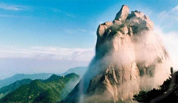 天柱山全称安徽省安庆市天柱山风景区