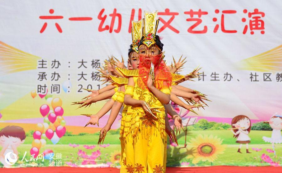 """联合举办""""我的中国梦 放飞梦想""""六一幼儿文艺汇演,来自该镇14所图片"""