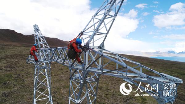 海拔5200米:西藏山南电力铁塔组建忙(图)
