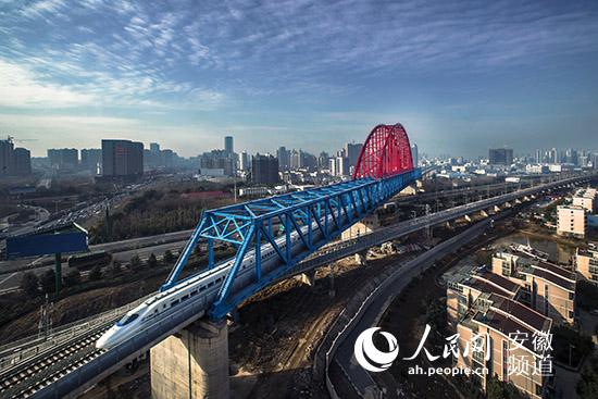 中国中铁四局成为安徽省首家四特四甲企业