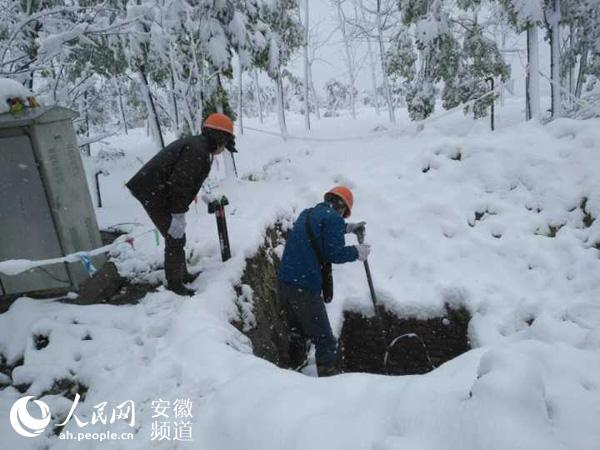 """他们是用户们的""""冷暖小管家"""",也是冬天里最忙碌的一道风景线."""