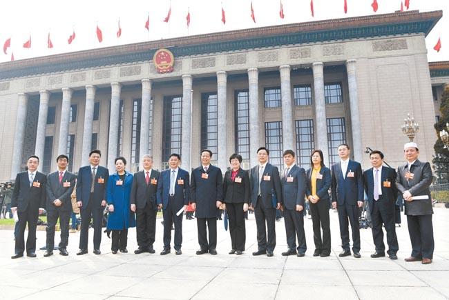 安徽委员出席全国政协十三届一次会议剪影