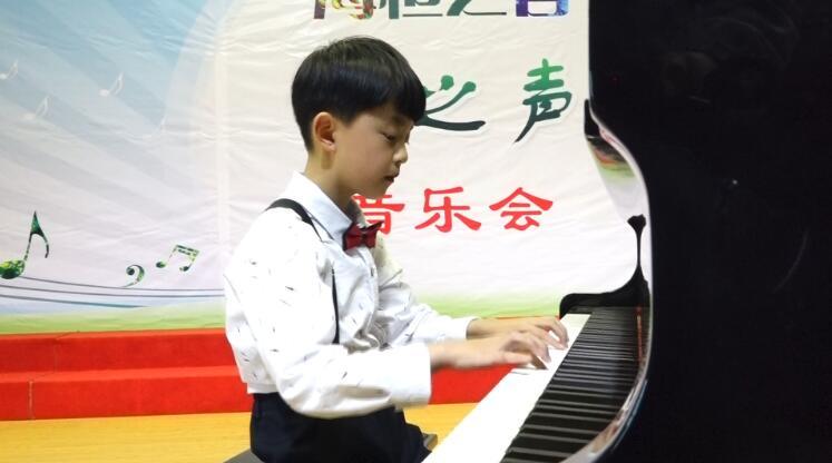 钢琴独奏《茉莉花》《可爱的家》《小奏鸣曲》《送别》《失恋进行曲》