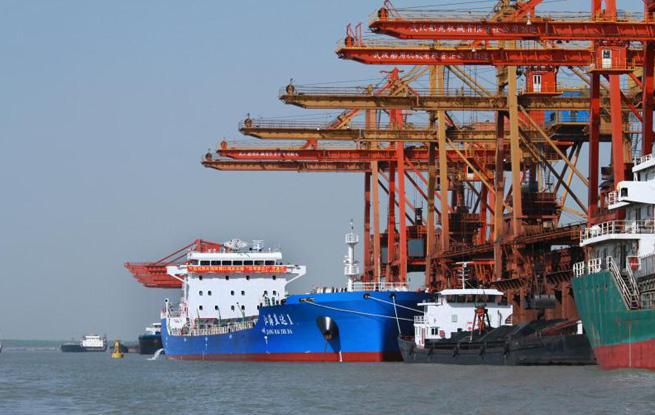 """国内首艘2万吨级""""江海直达船舶""""正式投入运营"""