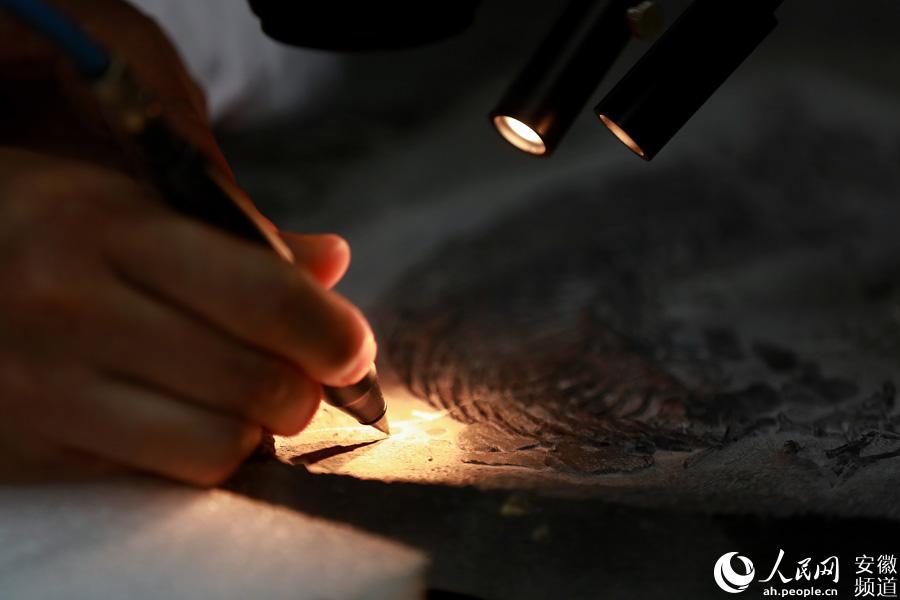 每一块鱼龙化石的修复都倾注了修复师们的大量心血
