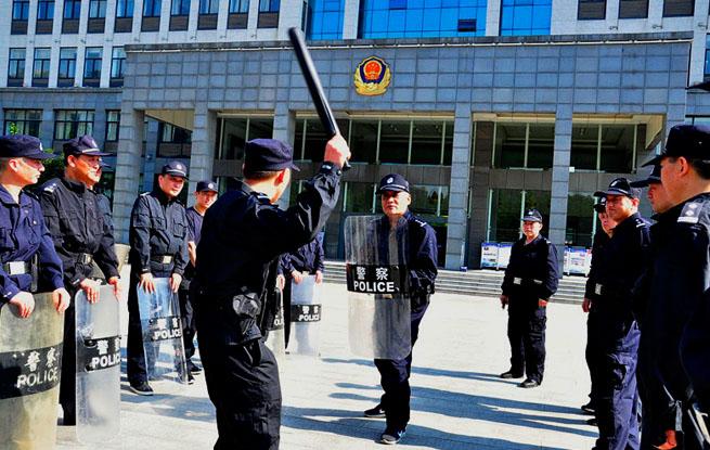 安徽颍上:烈日酷暑高温  委员、支书练兵(组图)