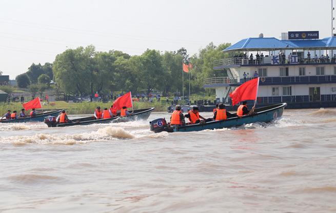 场面堪比大片!铜陵150人参演水上救援演练