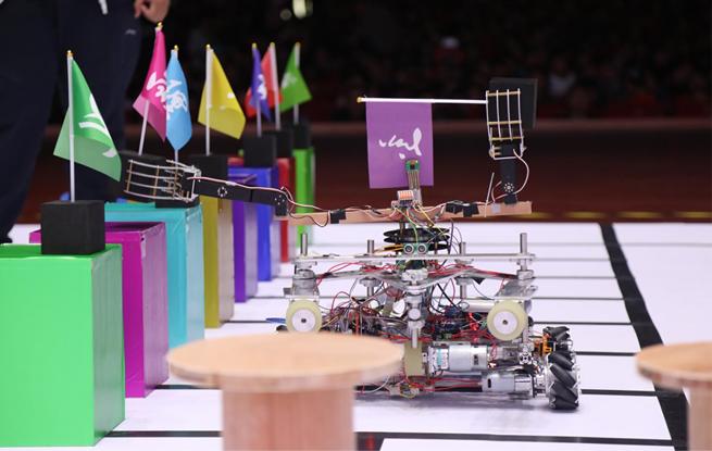 """中国科大上演""""机器人总动员"""" 21支队伍同台竞技"""