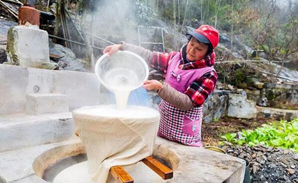 石台:村里办起旅游文化节助力脱贫攻坚