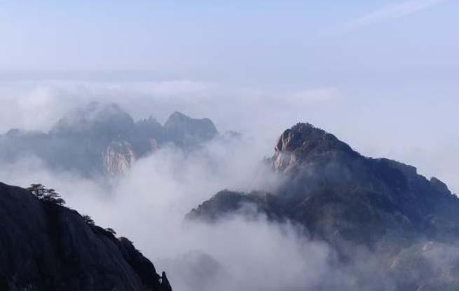 安徽黄山云海雾淞映霞光 景美如画