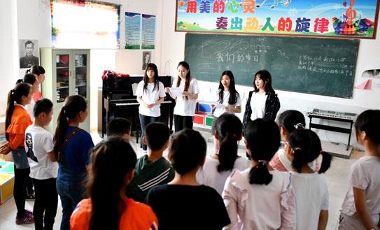 海歸名校學生村小支教:幫鄉村的孩子打開一扇窗
