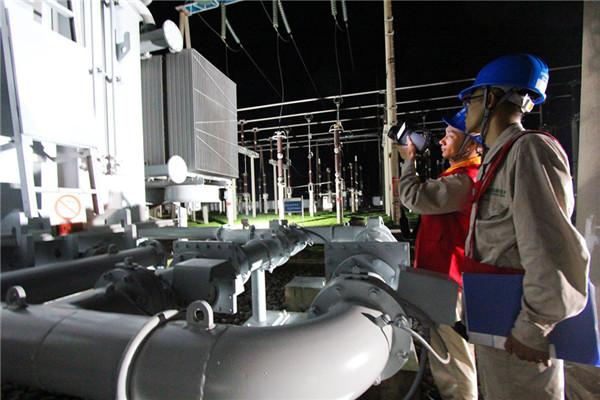 安徽宣城:盛夏夜巡保供电