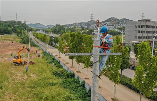 """安徽金寨:供电部门当好经济发展""""先行官"""""""