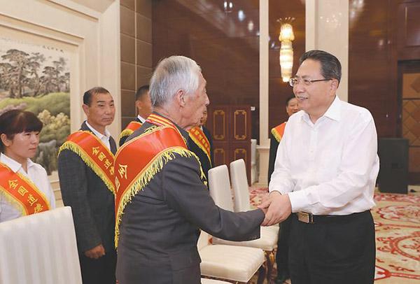 李锦斌会见安徽省第七届全国道德模范及提名奖获得者