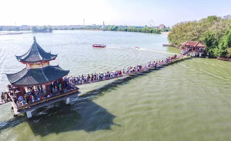 """八里河旅游区国庆长假上演""""人从"""