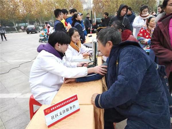 琥珀社区开展大型便民志愿服务活动