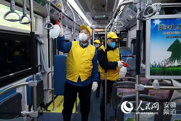 合肥公交为市民提供安全清洁乘车服务