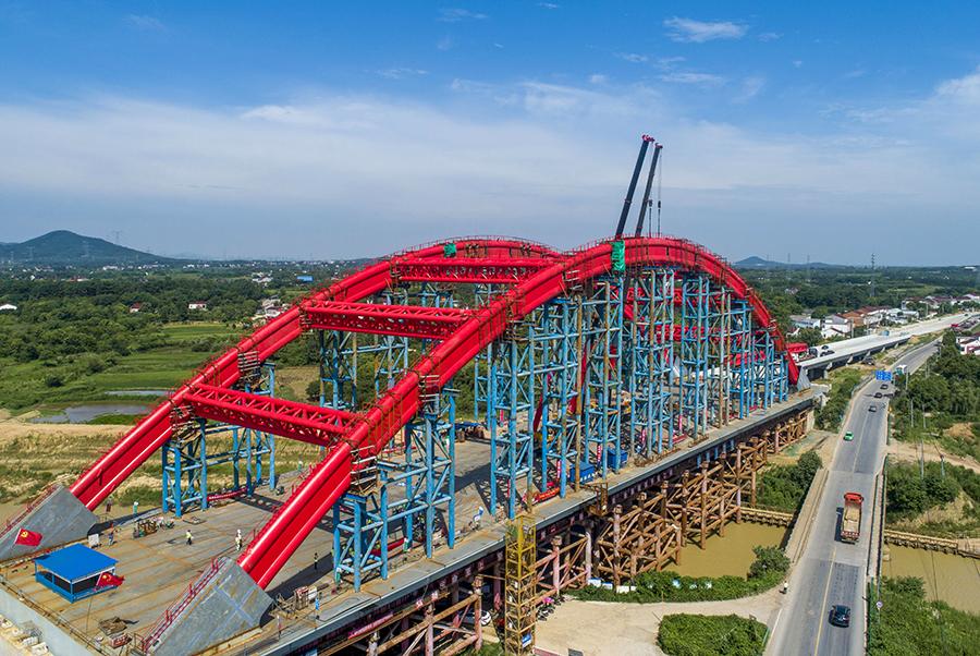 引江济淮工程罗埠大桥钢管拱成功合龙。左学长摄